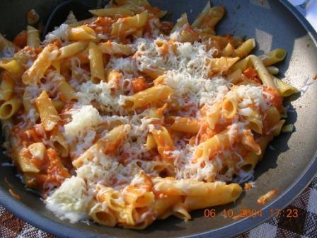 Penne Tomaten Pecorino Kaese