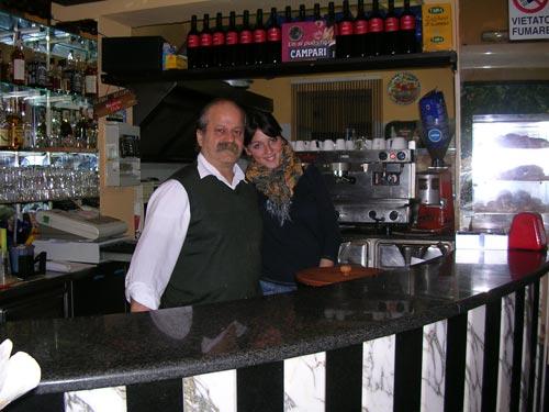 in unserer Bar in der Piazza von Terrasini, Franco und Rosanna